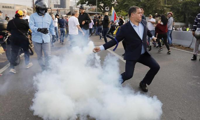 Thủ lĩnh đối lập Venezuela tuyên bố đảo chính, lật đổ Tổng thống Maduro - Ảnh 2.