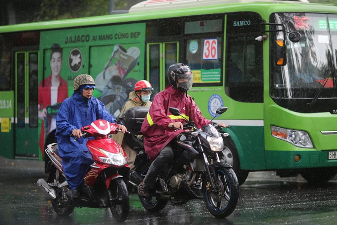 TP HCM xuất hiện mưa vàng giải nhiệt - Ảnh 3.