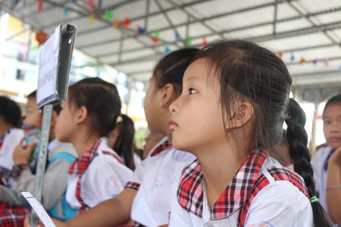 Tỉnh đoàn Bạc Liêu tặng hàng trăm phần quà cho học sinh nghèo hiếu học - Ảnh 2.