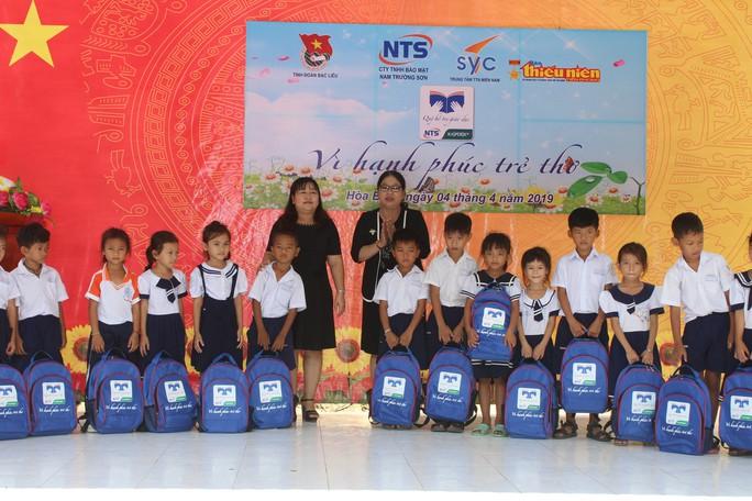 Tỉnh đoàn Bạc Liêu tặng hàng trăm phần quà cho học sinh nghèo hiếu học - Ảnh 5.