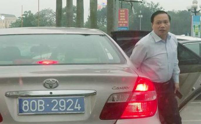 Chủ tịch HĐND tỉnh Ninh Bình đi xe biển 80B: Vi phạm quy định về trách nhiệm nêu gương - Ảnh 1.