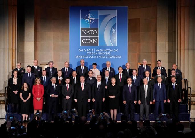 NATO - ngày lẽ ra vui lại hóa buồn - Ảnh 1.