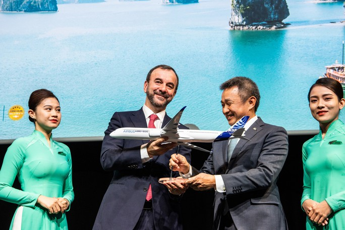 Vietnam Airlines hoàn tất hợp đồng 14 chiếc Airbus A350 - Ảnh 1.