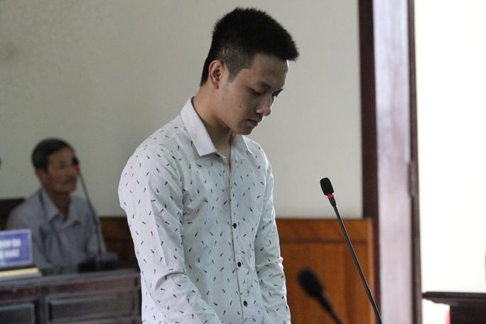 Cầm kéo để trên mâm cơm tối đâm chết vợ 17 tuổi - Ảnh 1.