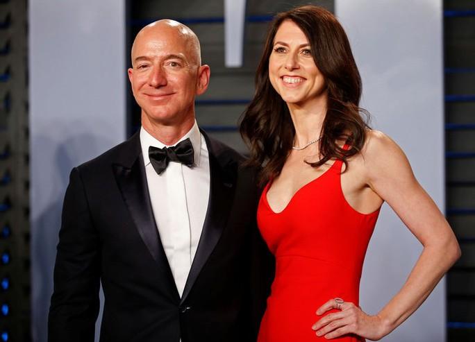Vợ ông chủ Amazon được chia hơn 35 tỉ USD sau ly hôn - Ảnh 1.