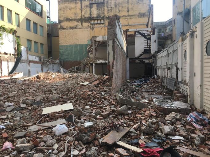 Tháo dỡ biệt thự cổ trên đường Phạm Ngọc Thạch - TP HCM - Ảnh 1.