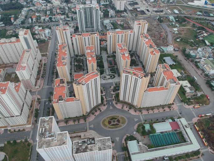 [Video Flycam] Hàng ngàn căn hộ tái định cư bỏ hoang ở TP HCM - Ảnh 3.