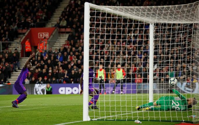 Vua Salah trở lại, Liverpool tăng tốc cuộc đua vô địch  - Ảnh 4.