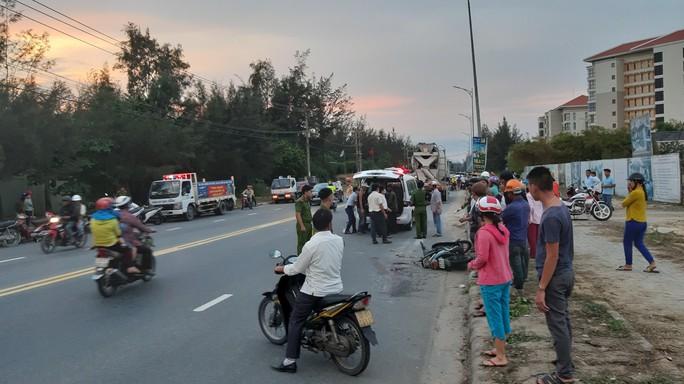 Chưa kịp về đến nhà, nữ công nhân bị xe bồn tông chết - Ảnh 1.