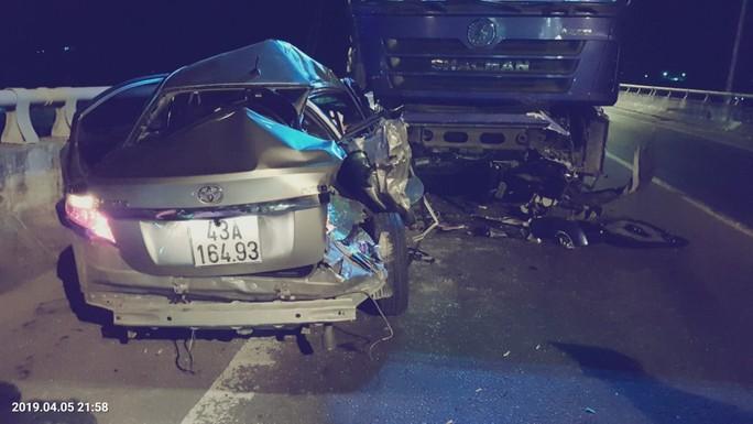 Ôtô con nghi vượt ẩu vào hầm Hải Vân, gây tai nạn làm 2 người chết  - Ảnh 1.