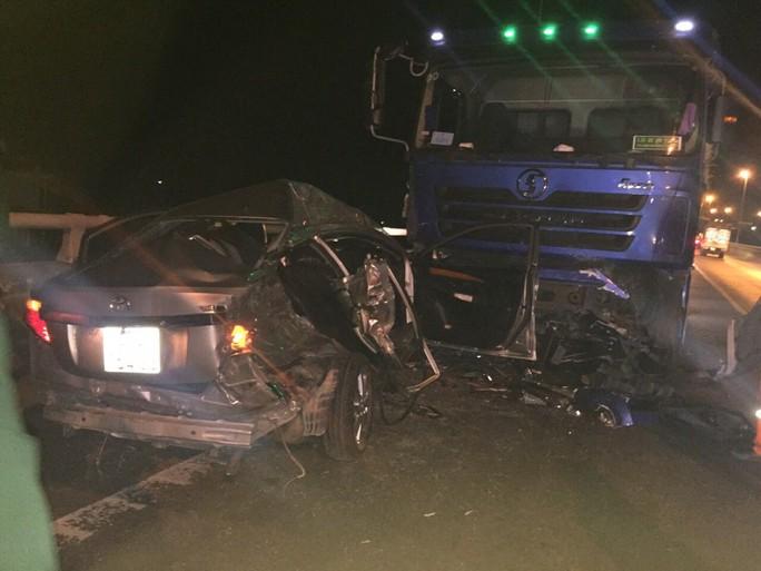 Ôtô con nghi vượt ẩu vào hầm Hải Vân, gây tai nạn làm 2 người chết  - Ảnh 2.