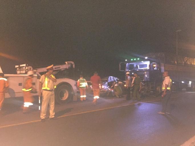 Ôtô con nghi vượt ẩu vào hầm Hải Vân, gây tai nạn làm 2 người chết  - Ảnh 3.