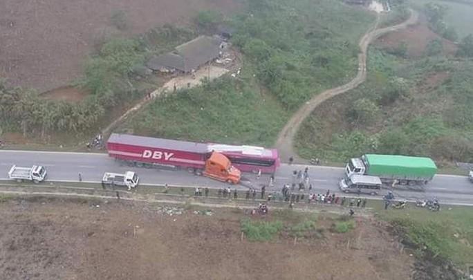 Xe container lấn làn gây tai nạn hinh kãi, tài xế xe khách gẫy cả 2 chân - Ảnh 5.
