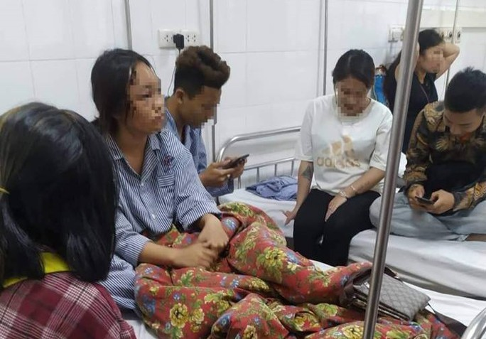 Bị 10 nữ sinh đánh hội đồng, 2 học sinh Quảng Ninh nhập viện - Ảnh 1.