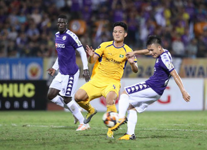 SLNA quật ngã đương kim vô địch, dẫn đầu BXH V-League - Ảnh 1.