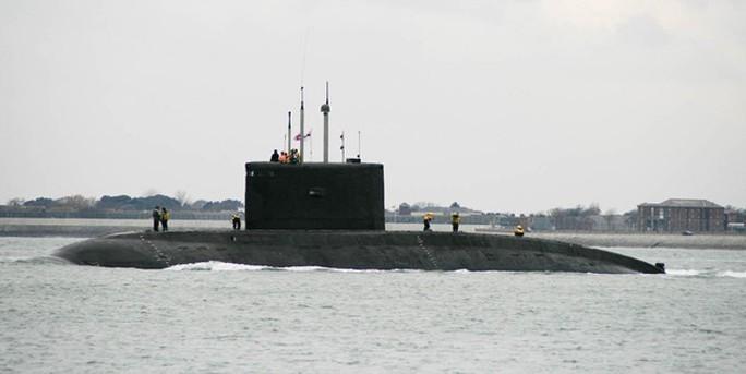 Nổ tàu ngầm Iran, 3 người thiệt mạng - Ảnh 1.