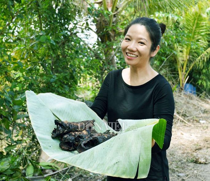 Sướng với cá đồng quẫy loạn xạ ở đìa vừa tát tại huyện Trần Văn Thời - Ảnh 4.