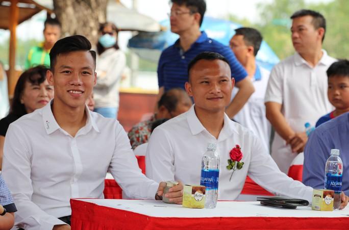 Quế Ngọc Hải, Trọng Hoàng bất lực trong trận đấu 7 chấp 15 với học viên nhí trường SFA - Ảnh 4.