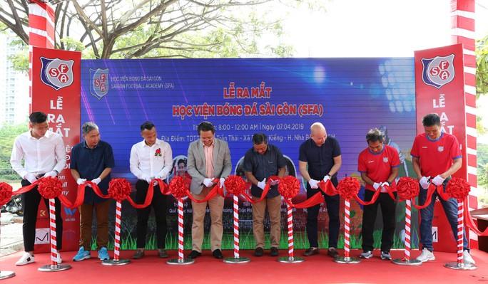 Quế Ngọc Hải, Trọng Hoàng bất lực trong trận đấu 7 chấp 15 với học viên nhí trường SFA - Ảnh 1.