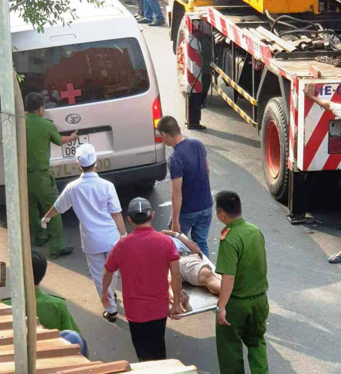 TP HCM: Cận cảnh 3 căn nhà đổ nát khi xe container lao tự do vào  - Ảnh 4.