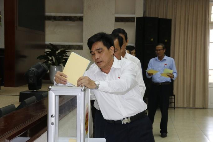 Ông Lê Văn Dũng được bầu giữ chức Phó Bí thư Thường trực Tỉnh ủy Quảng Nam - Ảnh 1.