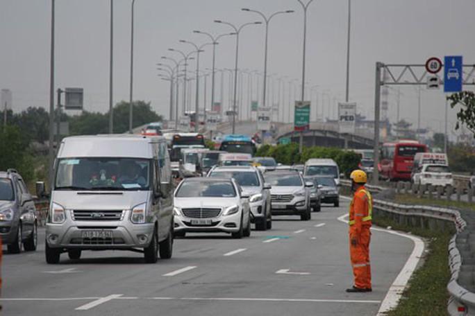 Oằn mình đường cao tốc TP HCM - Long Thành - Dầu Giây - Ảnh 1.