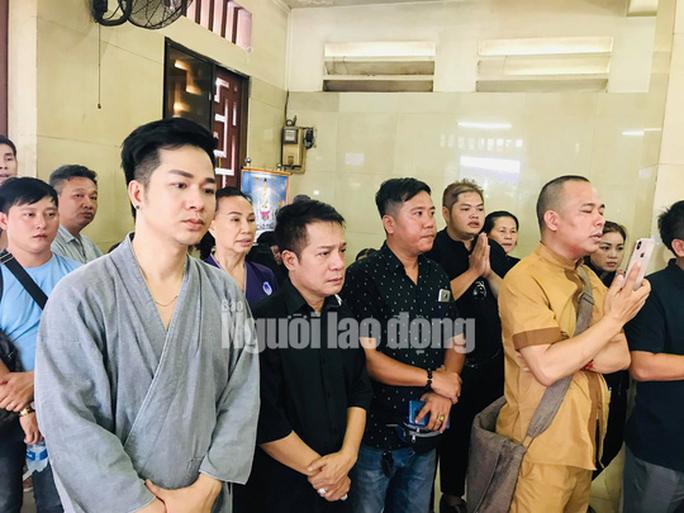 Mẹ nghệ sĩ Anh Vũ nhập viện cấp cứu khi chưa thấy mặt con - Ảnh 4.