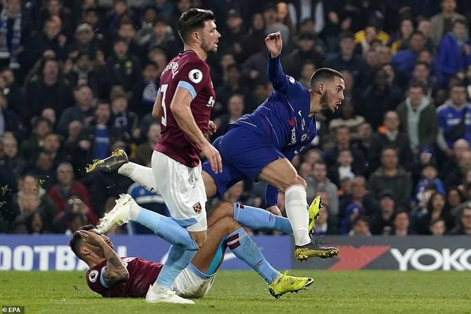 Siêu phẩm Hazard định đoạt số phận trận derby London - Ảnh 7.