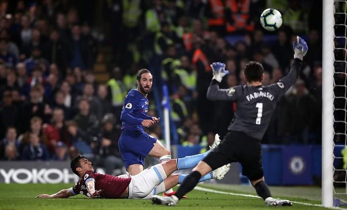 Siêu phẩm Hazard định đoạt số phận trận derby London - Ảnh 5.
