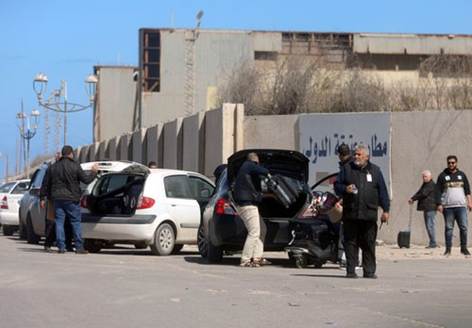 Libya bất ổn, giá dầu đạt đỉnh trong 5 tháng - Ảnh 1.