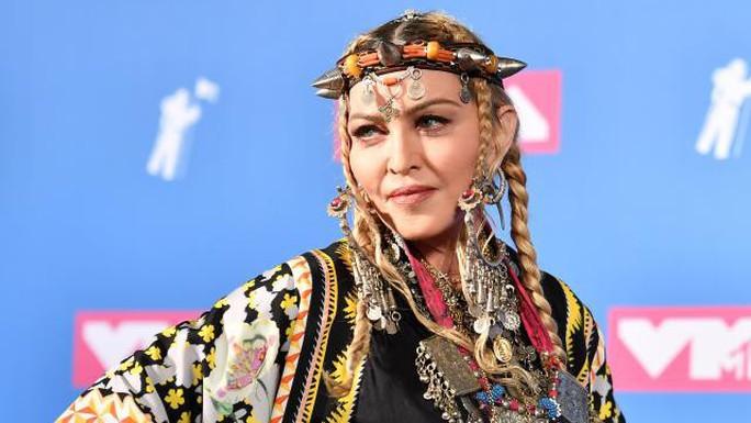 Madonna gây sốc khi hát 2 bài, bỏ túi 1 triệu USD - Ảnh 3.
