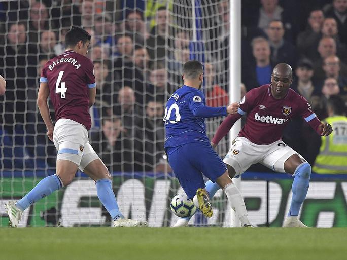 Siêu phẩm Hazard định đoạt số phận trận derby London - Ảnh 3.