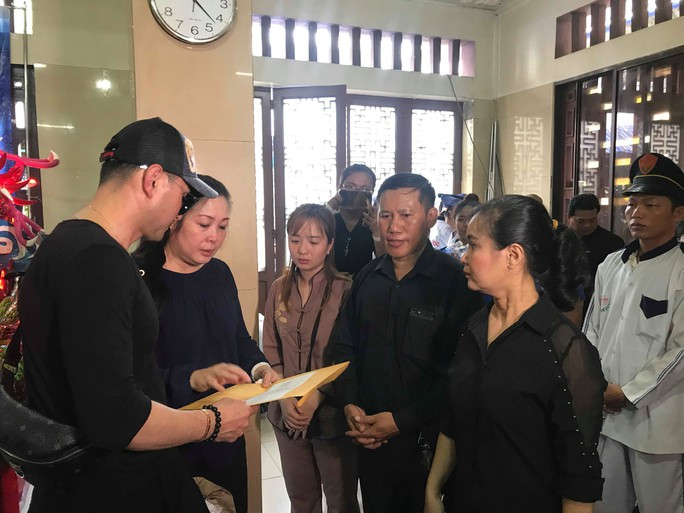 Mẹ nghệ sĩ Anh Vũ nhập viện cấp cứu khi chưa thấy mặt con - Ảnh 5.