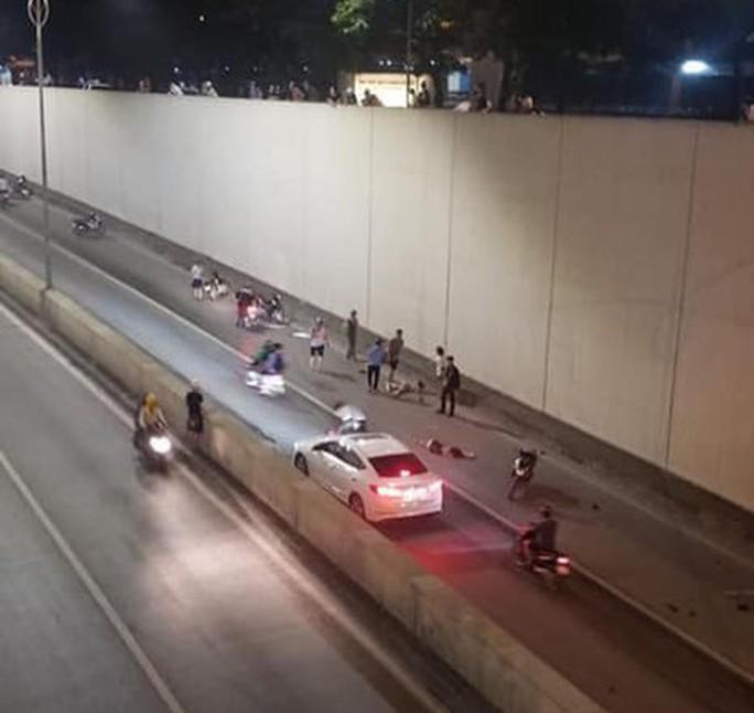 Công an tạm giữ tài xế Mercedes tông 2 người phụ nữ tử vong ở hầm Kim Liên - Ảnh 2.