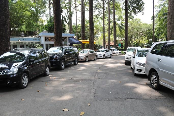 TP HCM: Lập hẳn bãi giữ ôtô tự phát trong công viên Tao Đàn và chặt chém? - Ảnh 3.