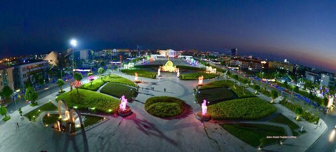 Chiêm ngưỡng những công trình kỷ lục Việt Nam tại quảng trường lớn nhất ĐBSCL - Ảnh 1.