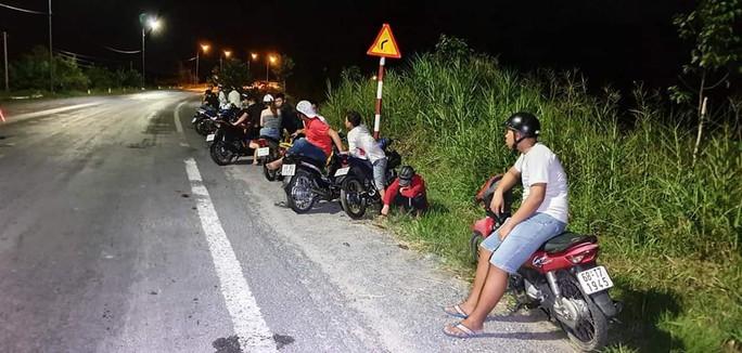 Hàng trăm quái xế gây náo loạn trên tuyến đường Xuyên Á - Ảnh 1.