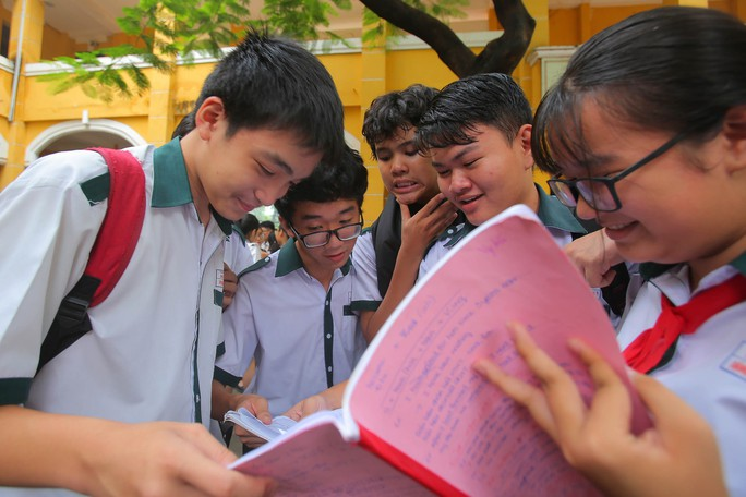 Ôn thi tiếng Anh đạt điểm cao để dành lợi thế - Ảnh 1.