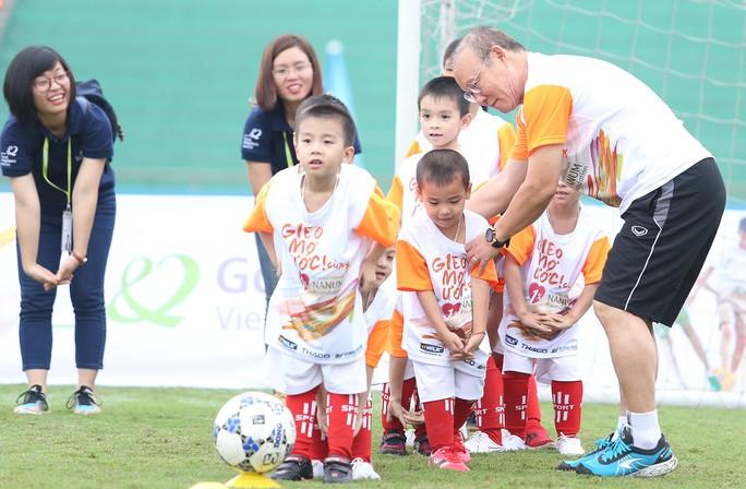 HLV Park Hang-seo gieo mơ ước cho cầu thủ nhí Việt Nam - Ảnh 2.