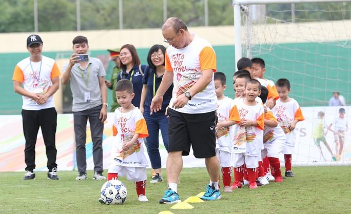 HLV Park Hang-seo gieo mơ ước cho cầu thủ nhí Việt Nam - Ảnh 4.