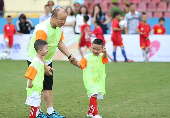 HLV Park Hang-seo gieo mơ ước cho cầu thủ nhí Việt Nam - Ảnh 1.