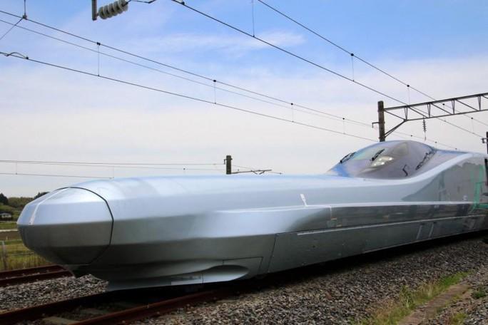 Nhật Bản chạy thử tàu cao tốc nhanh nhất thế giới 400 km/giờ - Ảnh 1.