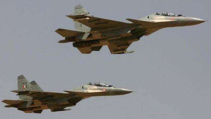 Chiến đấu cơ Ấn Độ chặn máy bay chở hàng từ Pakistan - Ảnh 1.