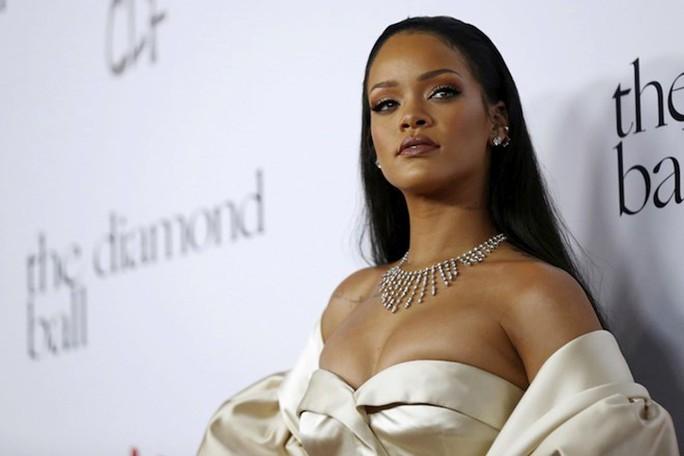 """""""Viên ngọc đen"""" Rihanna làm nên lịch sử thời trang - Ảnh 1."""