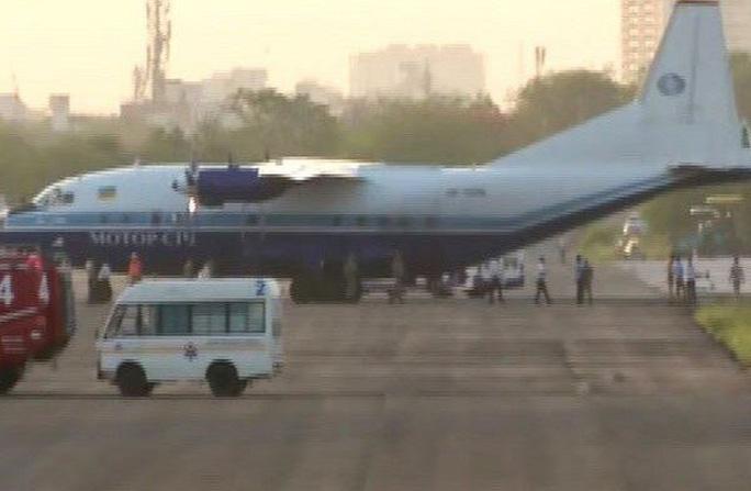 Chiến đấu cơ Ấn Độ chặn máy bay chở hàng từ Pakistan - Ảnh 2.