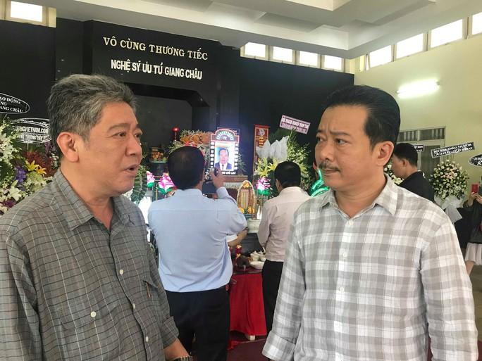 Tiễn đưa NSƯT Giang Châu về nơi an nghỉ cuối cùng - Ảnh 9.
