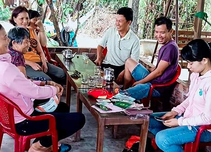 Cặp vợ chồng nghèo trả lại hơn 100 triệu đồng nhặt được - Ảnh 2.