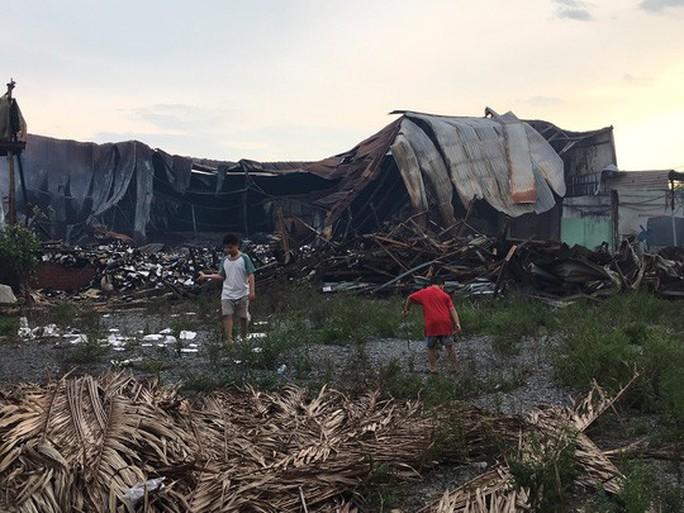 Bí ẩn vụ cháy rụi kho tài liệu xe buýt (*): Chủ tịch UBND TP HCM giao công an gấp rút điều tra - Ảnh 2.