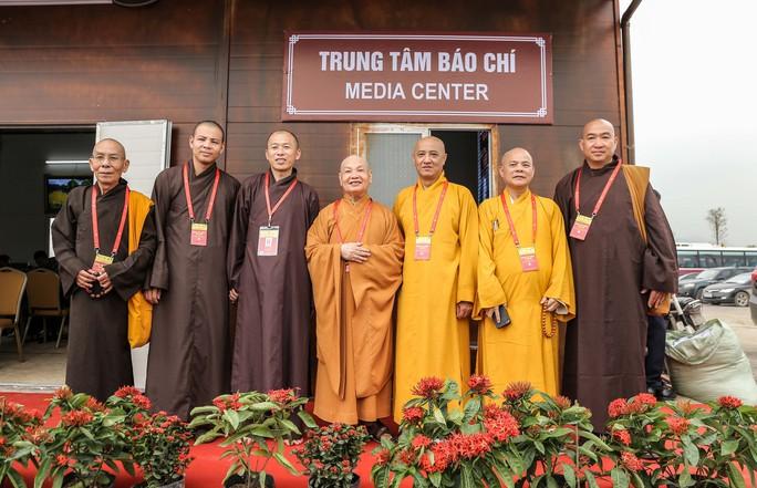 Cận cảnh Chùa Tam Chúc sẵn sàng cho đại lễ Phật đản Vesak 2019 - Ảnh 23.