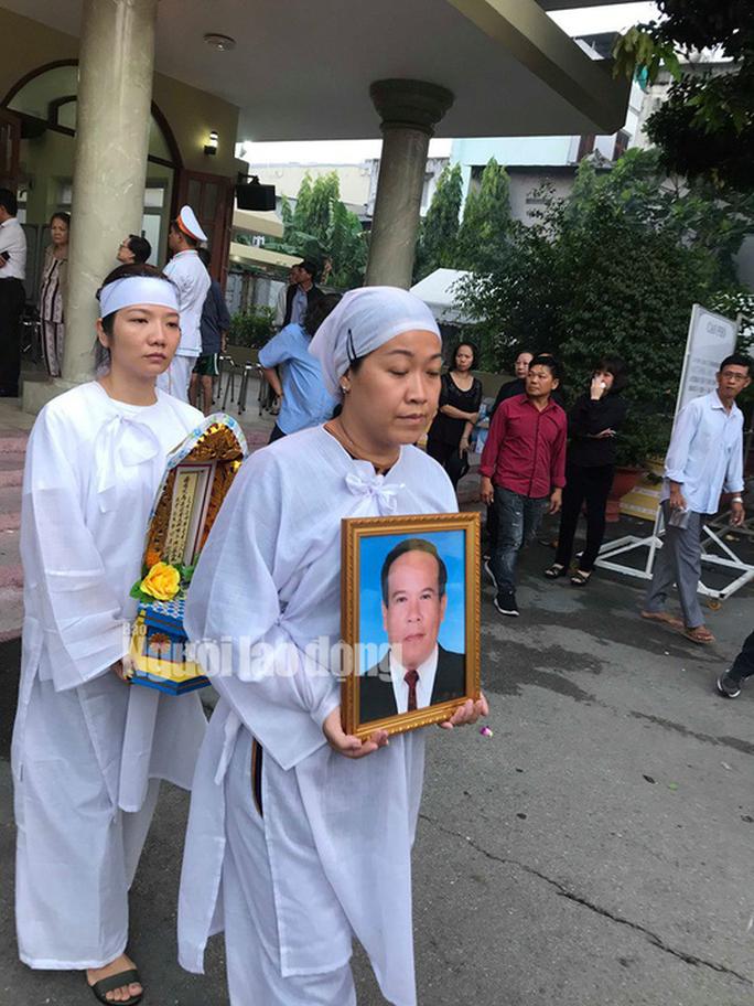 Tiễn đưa NSƯT Giang Châu về nơi an nghỉ cuối cùng - Ảnh 12.